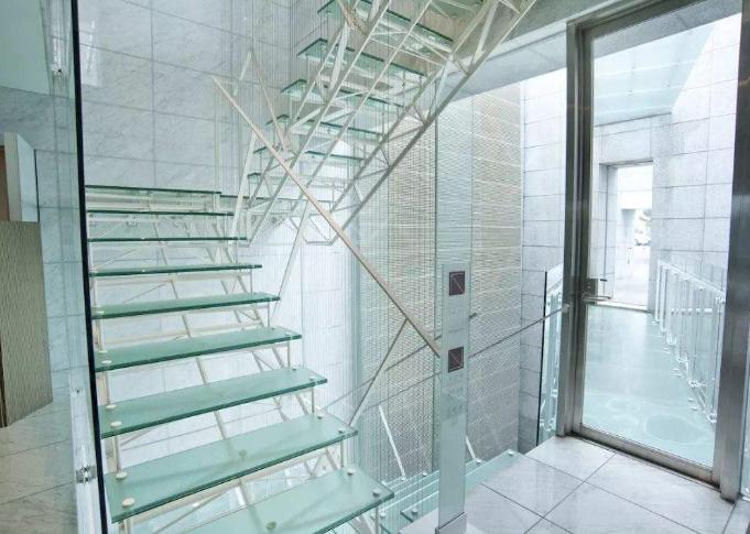 玻璃楼梯.png